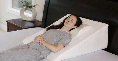 Tư thế ngủ nằm ngửa giúp giảm đau vai hiệu quả